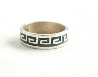 Tribal Ring Band Size 6 .5 Vintage Mexican Sterling Silver Aztec Southwestern Design