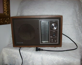 Vintage 1970 Panasonic AM/FM Wood Grain Look Cabinet Table Top Radio Model Re-6289 Only 23 USD