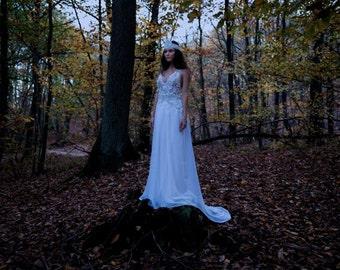 """Robe de mariée perlée """"Tresna"""" blanche et argent"""