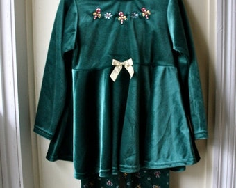 ON SALE Vintage Forest Green Velveteen Top and Pants Set / Vintage Christmas Outfit / Size 4 to 5 years old