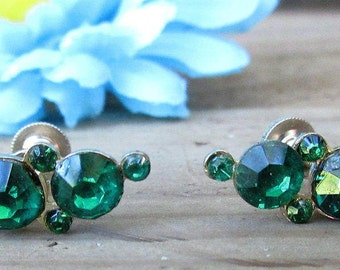Free Shipping...Emerald Green Rhinestone Earrings/Elegant Christmas Earrings/Screw Back Vintage Earrings/Holiday Vintage Earring Set