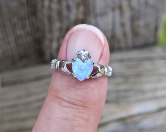 Vintage 925 Sterling Silver Lab Opal Claddagh Ring