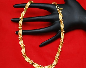 Crown Trifari  necklace Gold flower and ribbon