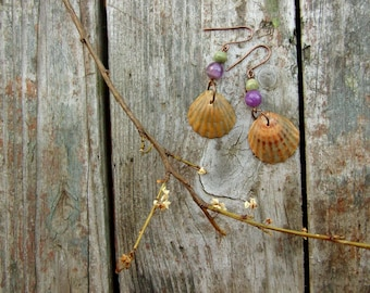 Summer seashell dangle earrings with lilac amethysts and green wooden beads, original materials, bohemian, sea beach, antique