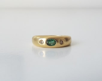Vintage 18ct gold, emerald and diamond ring