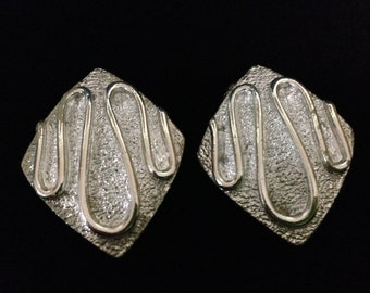 Vintage Sarah Coventry Textured and Polished Silvertone Abstract Clip Earrings (Tier 1)