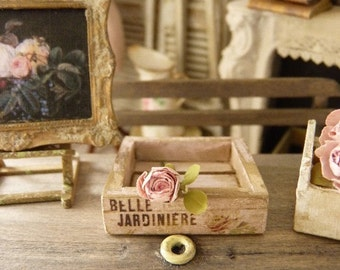 """Miniature Shabby wooden crate """"Belle Jardinière"""", Distressed pale pink, Decorative accessory for a French doll house in 1:12th scale"""