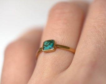 Gold ring with natural green turquoise - Stackable gold rings - Square stone ring - December's birthstone