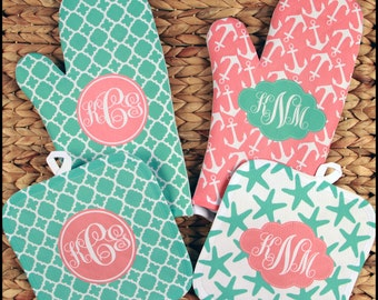 Custom Gifts for Women, Monogrammed Oven Mitt & Pot Holder Gift Set, Personalized Oven Mitts Gifts for Mom Housewarming Hostess Gift