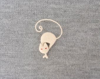 White cat brooch, Felted cat pin, Fiber art, Cat figurine, Christmas gift idea, For pet lovers, Kitten tail, Animal jewelry, Rhinestone pins