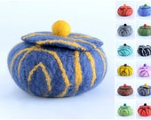 Trinket box or jewelry storage - felted gift for women - felt jewelry keeper, organizer, container or treasure box for jewelery [H12]