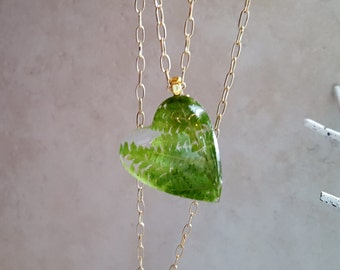 """Large resin heart filled with pine green ferns on 30"""" goldtone chain w 3"""" extender."""