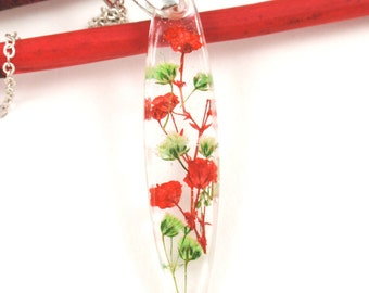Pressed Flower pendant, Real flower necklace, Botanical jewelry, Resin jewelry, Nature jewelry, flower necklace, Red necklace, Babys breath