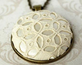 Vintage Lace Necklace / Layering Necklace / Wedding Lace Necklace / Lace Pendant / Vintage Inspired Jewelry