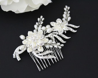 Bridal hair comb, Pearl Hair comb, Wedding headpiece, Bridal hair clip, Bridal hair vine, Crystal hair comb, Wedding hair accessory