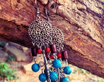 Beaded chandelier earrings with metal feathers, wooden and turquoize beads in Indian ethnic style - boho earrings - gypsy - bohemian