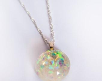 Semispheric resin opaline necklace