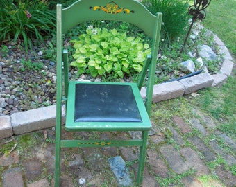 Wooden chairs vintage - Folding wood Chairs - Shabby Cottage chic furniture - Green stencil wooden chairs set of four