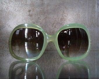 Glasses green melon plastic translucent year 1960 1970 vintage street wear fashion croisette funk