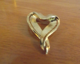 Vintage Trifari Heart Brooch Ribbon Design Gold Tone Heart Brooch, Valentine's Day Gift, Love, Sweetheart