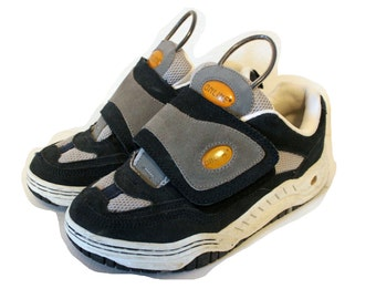 90s online sneakers with velcro fastening