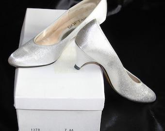 Vintage 1970s Softaires Wedding Formal Shoes Heels Pumps