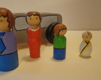 Family Car Peg Doll Play Set