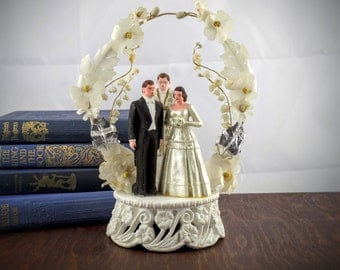 Vintage Wedding Cake Topper - Retro Bride & Groom Cake Decoration - Married Couple with Priest - Floral Arch - 1950's Chalkware Marriage