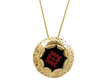 Round Hole Necklace with Embroidery