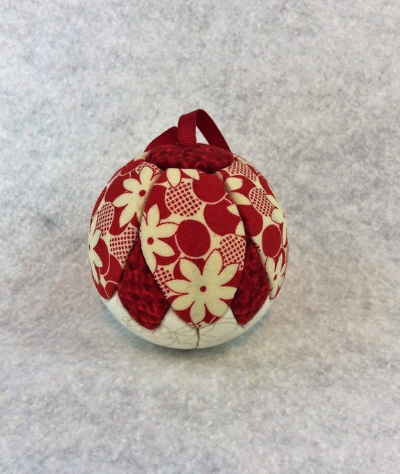 132 Simple Flower Petals - Red and White Christmas ornament from a quilt pattern