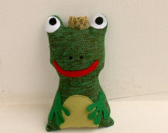 The frog, handwoven softie, plush, pillow