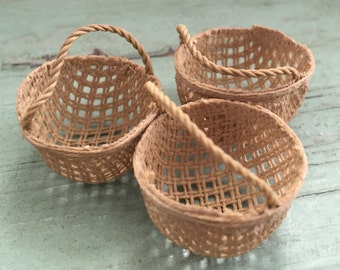 Miniature Round Basket, Dollhouse Miniature, 1:12 Scale, Dollhouse Fairy Garden Accessory, Home and Garden Decor, Crafts, Topper