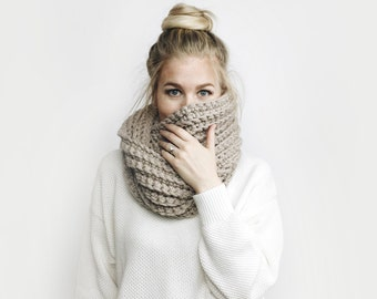 Infinity Scarf, Chunky Knit ⨯ The Léogâne ⨯ in LINEN