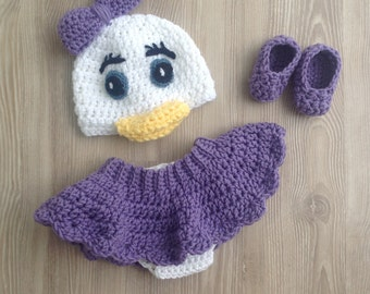Daisy Duck Hat, diaper cover and slipper outfit, photo prop set for your Newborn's first pictures. Hat, diaper cover