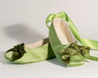 Green Satin Flower Girl Ballet Slipper, Spring Wedding, Green Baby, Toddler Shoe, Baby Ballet Flat, Baby Shower, Little Girl Shoe, Baby Soul