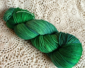 Hand Dyed 4ply Sock Yarn {Salazar} Green Superwash Merino 100g/400m
