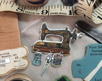 Vintage Sewing Machine Brooch