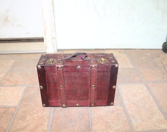 Luggage Style Mini Storage Chest