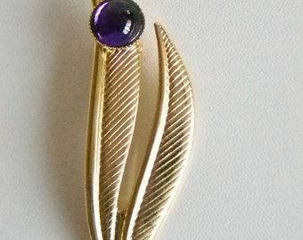 Pretty Gold Tone Leaf with Single Purple Round Stone Pin Brooch