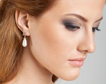 Pearl drop earrings Pearl earrings Gold earrings Wedding earrings Bow earrings Bridal earrings Classic romantic wedding Minimal weddings