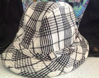 Vintage Puma Bucket hat/ rain hat - Size L/XL Black and White Wool