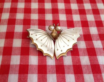 1940's Butterfly hat pin / brooch - shell / pearl - vintage pin