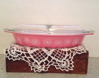 "Vintage Pyrex Pink Daisy 1 1/2 quart divided casserole dish with divided lid. Measures 12.5"" x 8.5"" x 2"". #566"