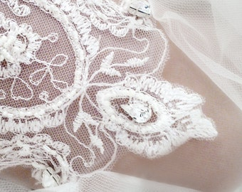 Vintage style Garter, Wedding Garter, Bridal Garter, Vintage Lace Garter, Ivory garter, Pearl Garter, Rhinestone Garter Style: Cassandra