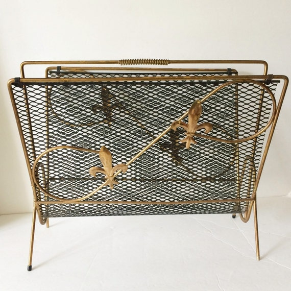 old metal wire magazine rack at prettypoppiesvintage