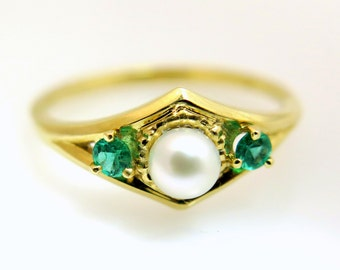 Pearl ring gold, Emerald engagement ring, Pearl engagement ring, Emerald ring, Vintage engagement ring, Art deco ring, Emerald ring gold