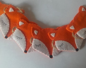 Felt fox garland. 6 foxes on a meter of jute. Woodland theme wall hanging