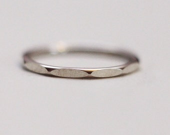 Delicate silver faceted ring (1.5 mm)