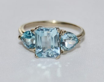 Vintage Emerald and Trillion Cut Aquamarine Set in Yellow Gold Size 8