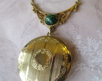 Vintage lavalier necklace locket Signed Sarah Coventry Gold Tone Chain Necklace Green Stone